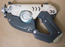 Tracer's pistol