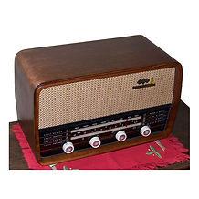 Rádio valvulado antigo marca ABC Canarinho após a restauração feita