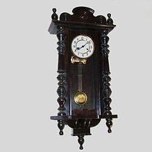 Relógio de parede antigo após restaurado