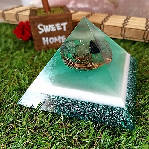 Pirâmide de Orgonite - Saúde com Quartzo Verde