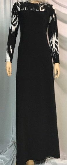 Modest Robe Black With White Lightning