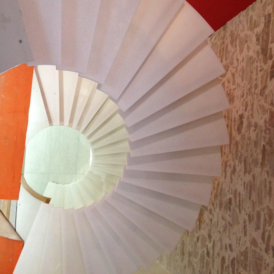 Escalier métal et pierre
