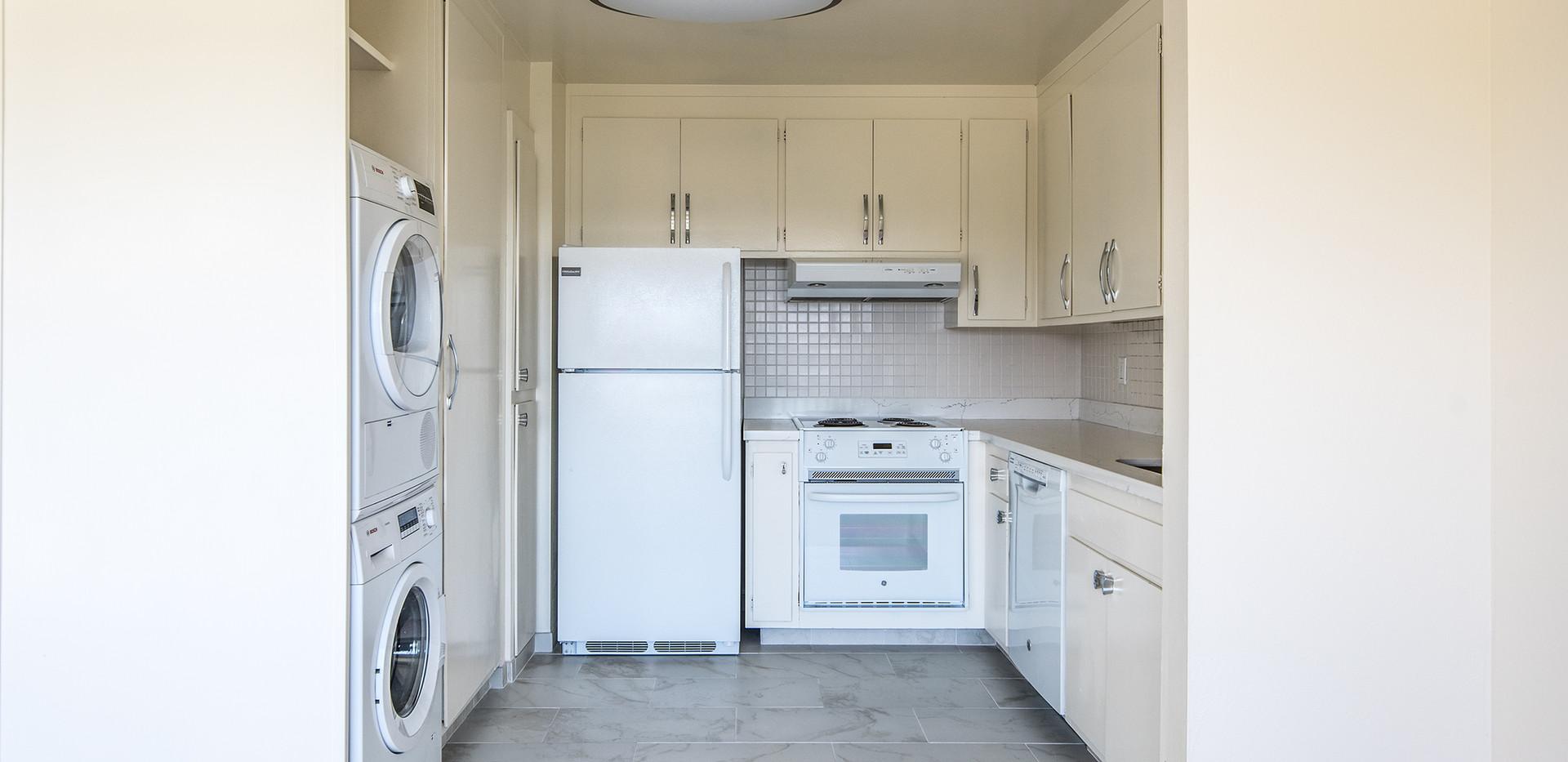 21 Marinero 305 Kitchen 1.jpg