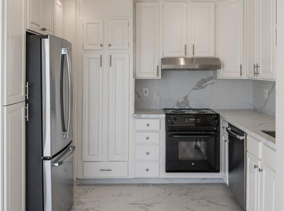 Marinero 105 Kitchen 1 - Copy.jpg