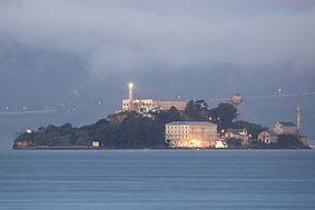 283px-Alcatraz_dawn_2005-01-07