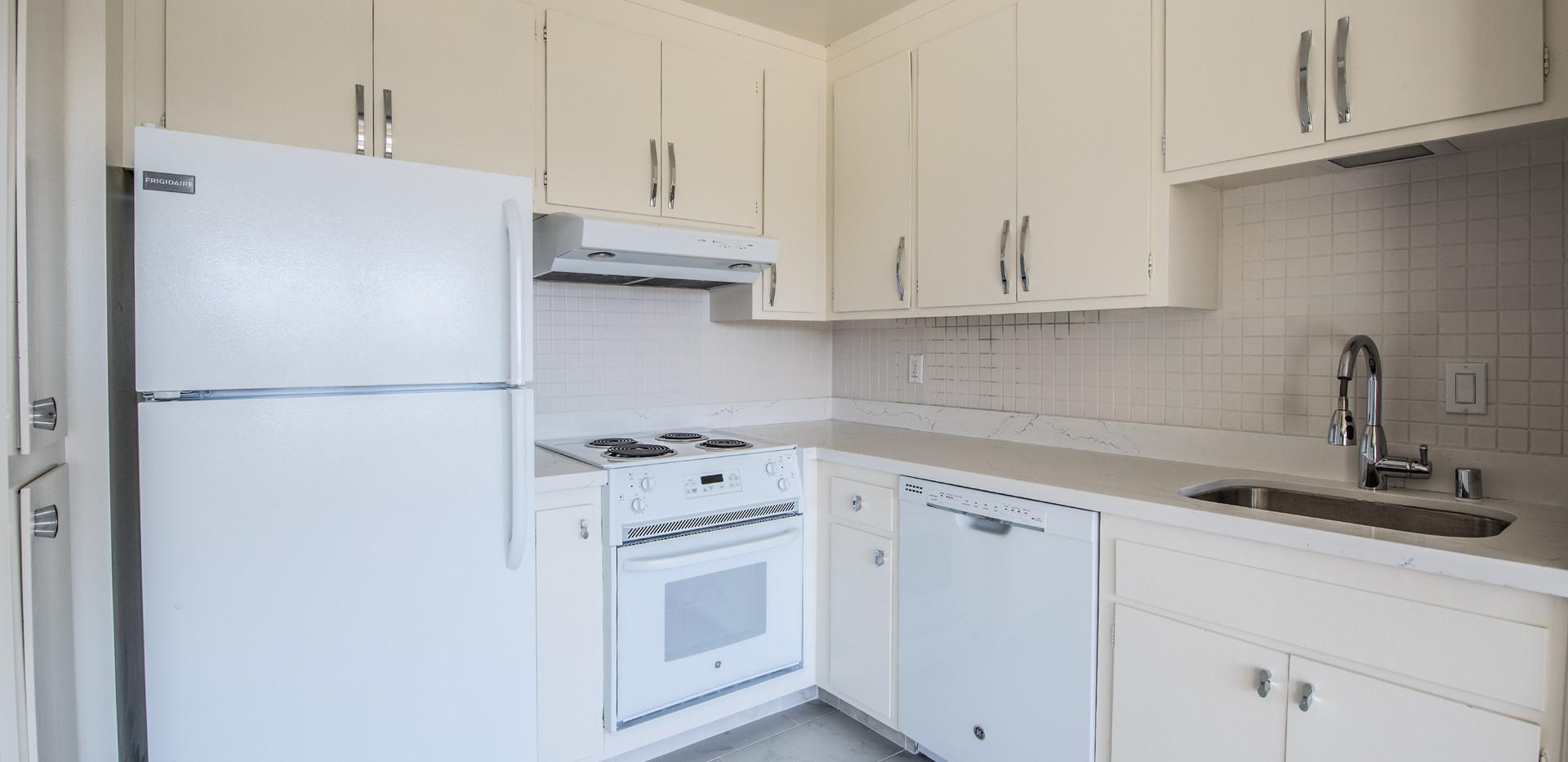21 Marinero 305 Kitchen 2.jpg
