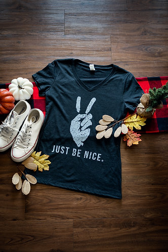 WMN'S Iconic Peace Fingers Distressed V Neck T