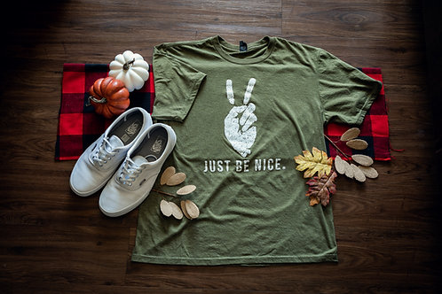 Iconic Peace Fingers Distressed Tee