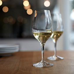 original-201504-HD-never-bring-cheap-wine-to-good-restaurant