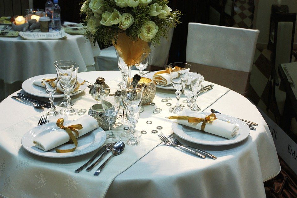 dining-table-94258_960_720
