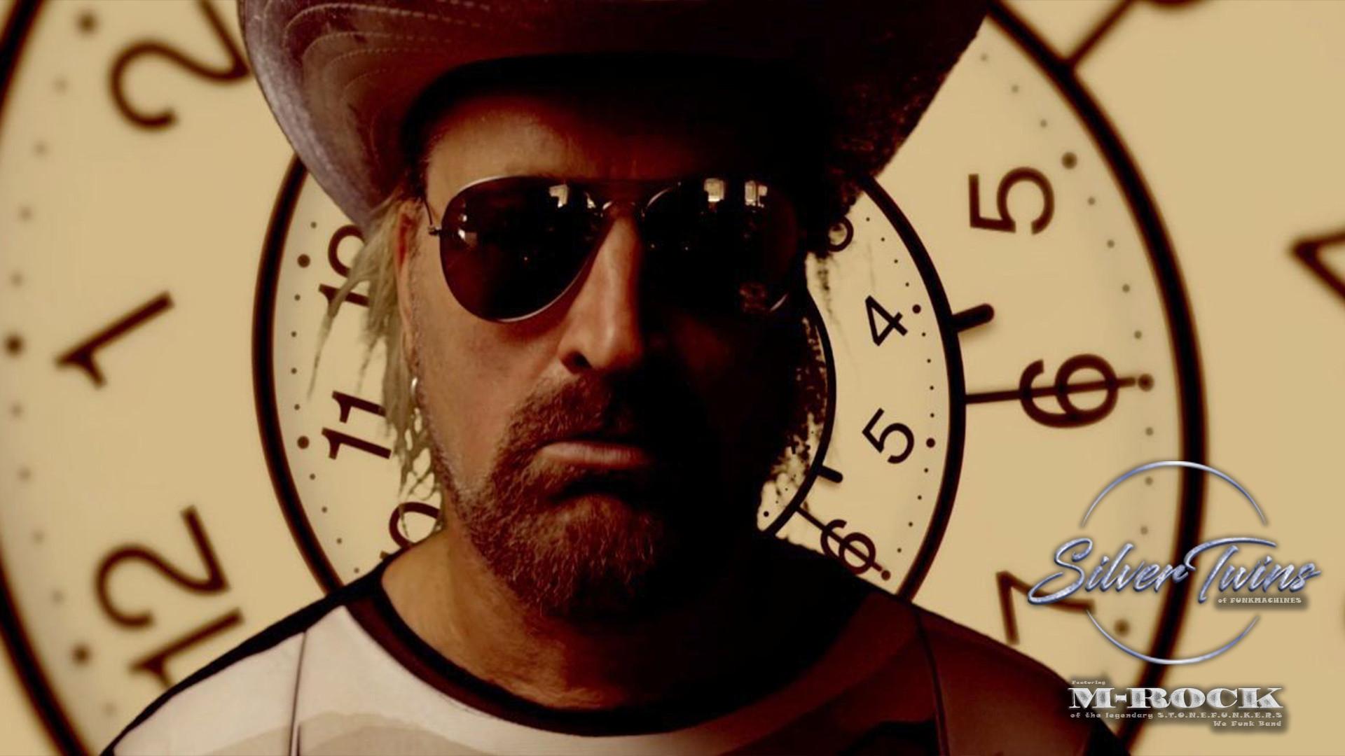 Time SilverTwins of funk emrik framför k