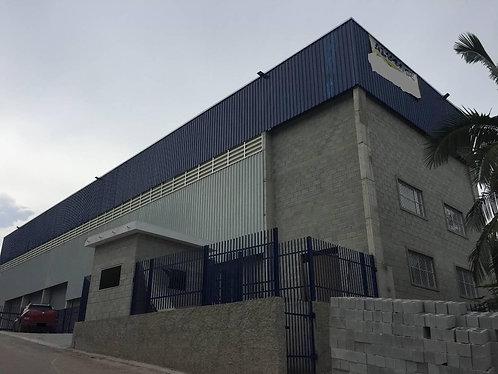 Aluga-se Galpão 700 m² + 420 m² Administrativo + 1200 m² Estaci. em Itapevi SP