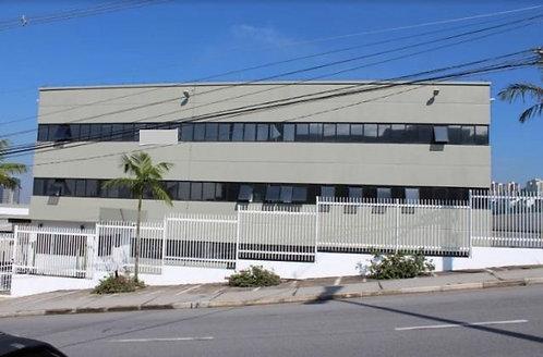 Aluga-se Galpão no Tamboré, fácil acessa a 600 m² do Shopping.