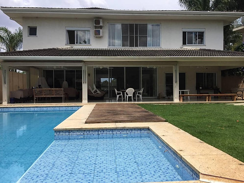 Casa em Condomínio Fechado • 900 m² • 5 Quartos • 8 Vagas - Cotia SP