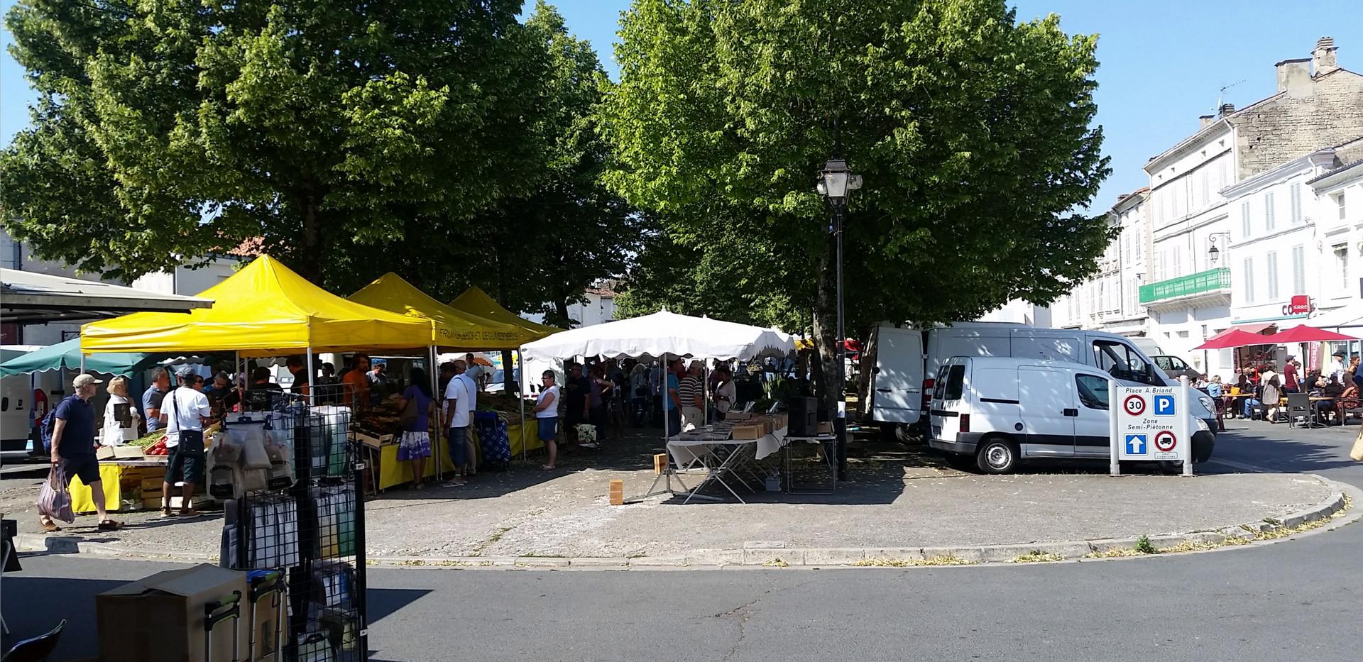 Aulnay Sunday Market