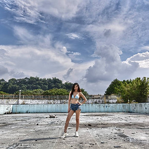 夏末的游泳池