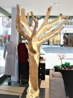 Triomphe, Double tree in interior exhibit
