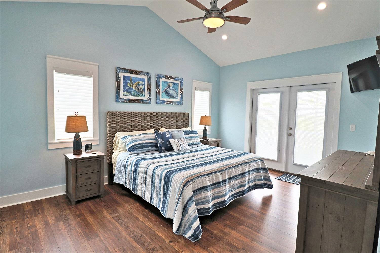 IMG_5757 bedroom.JPG