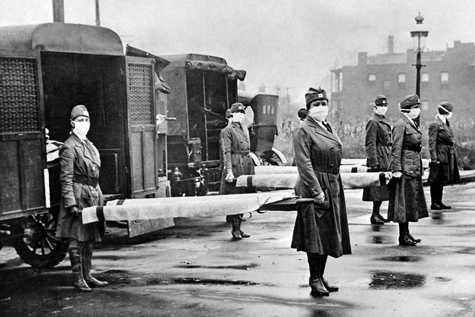 St. Louis 1918: Das Rote Kreuz im Einsatz. Krankenschwester sind im Gegensatz zu den etwas älteren Ärzten die ersten, die sterben; die Verlustquoten derjenigen, die sich eigentlich um die Kranken kümmern müssen, sind enorm. Copyrights: Everst Collection/Imago Images.