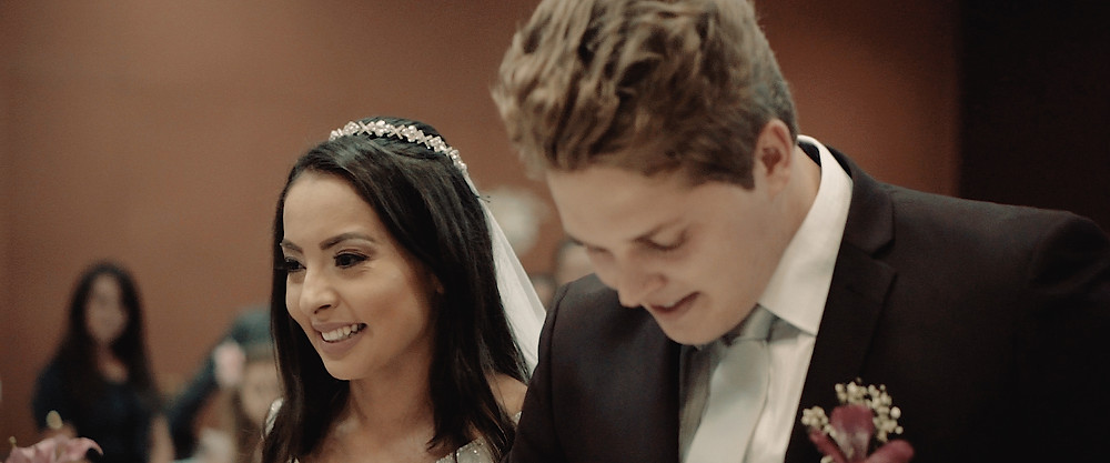 Noivos felizes ao se casar / Talia e Deyvison