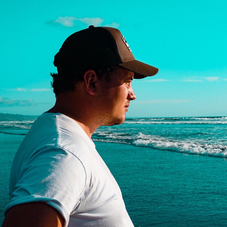 Surfcasting on Mokau Beach