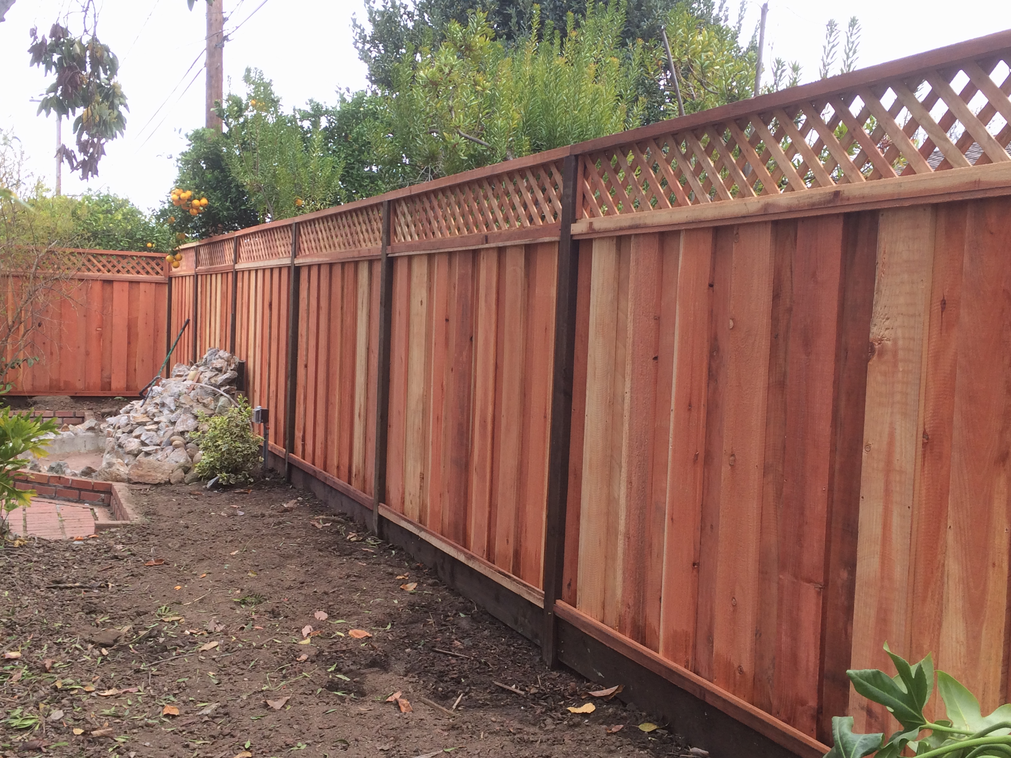 6' board on board fence with lattice