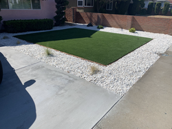Synthetic grass with white pebbles