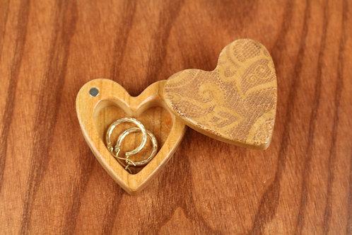 Lace - Heart Shaped Box H14