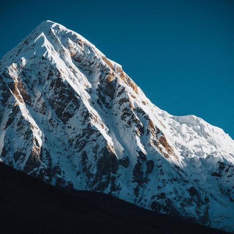 Pumori (7163m.) desde el Campo Base del Everest - Sep19