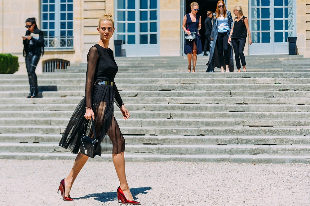 09-fall-2015-couture-street-style-03.jpg