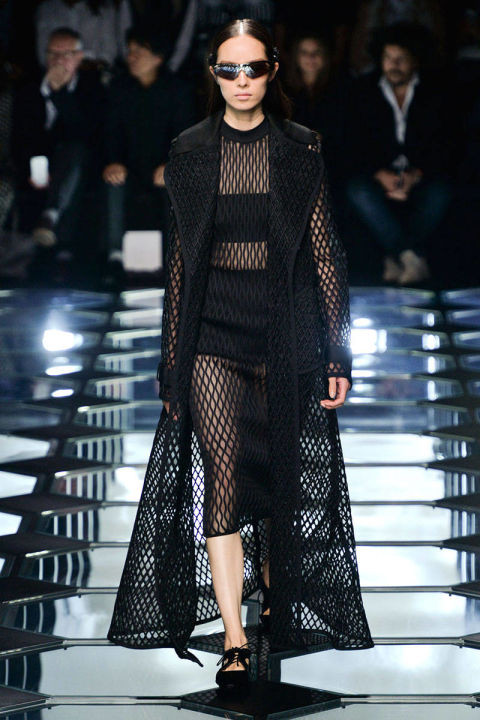 54bbdac45d417_-_hbz-trends-ss2015-all-caged-up-01-balenciaga-rs15-0092-lg.jpg