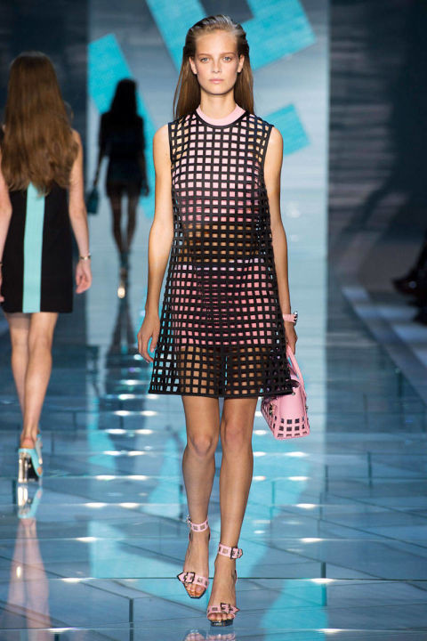 54bbdac625f8a_-_hbz-trends-ss2015-all-caged-up-05-versace-rs15-2293-lg.jpg