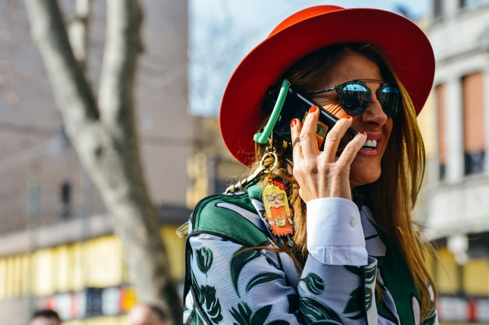 thefemin-how-dior-s-dior-so-real-sunglasses-became-a-street-style-sensation-11-700x466.jpg