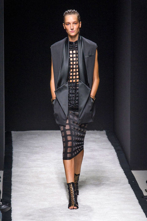 54bbdac543c1c_-_hbz-trends-ss2015-all-caged-up-03-balmain-rs15-1225-lg.jpg