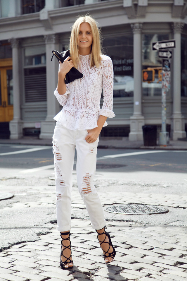 mobile_street-style-summer-all-white-looks.png