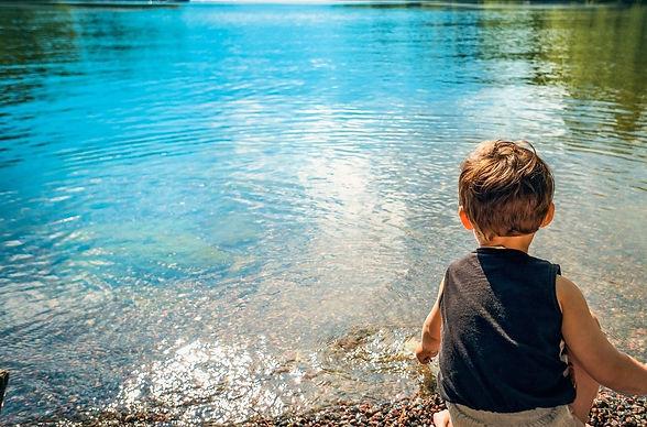 enfant lac (2).jpg