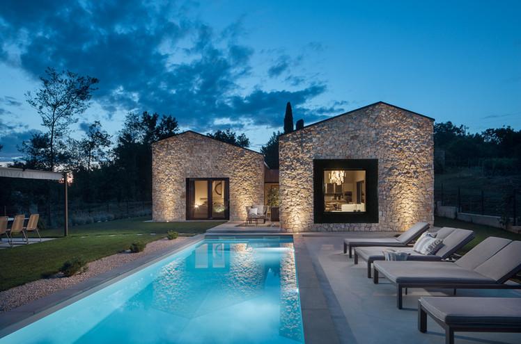 Villa Ulmus night pool