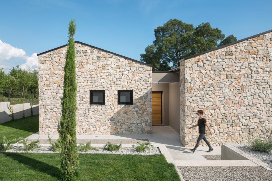 Villa Ulmus entry 1
