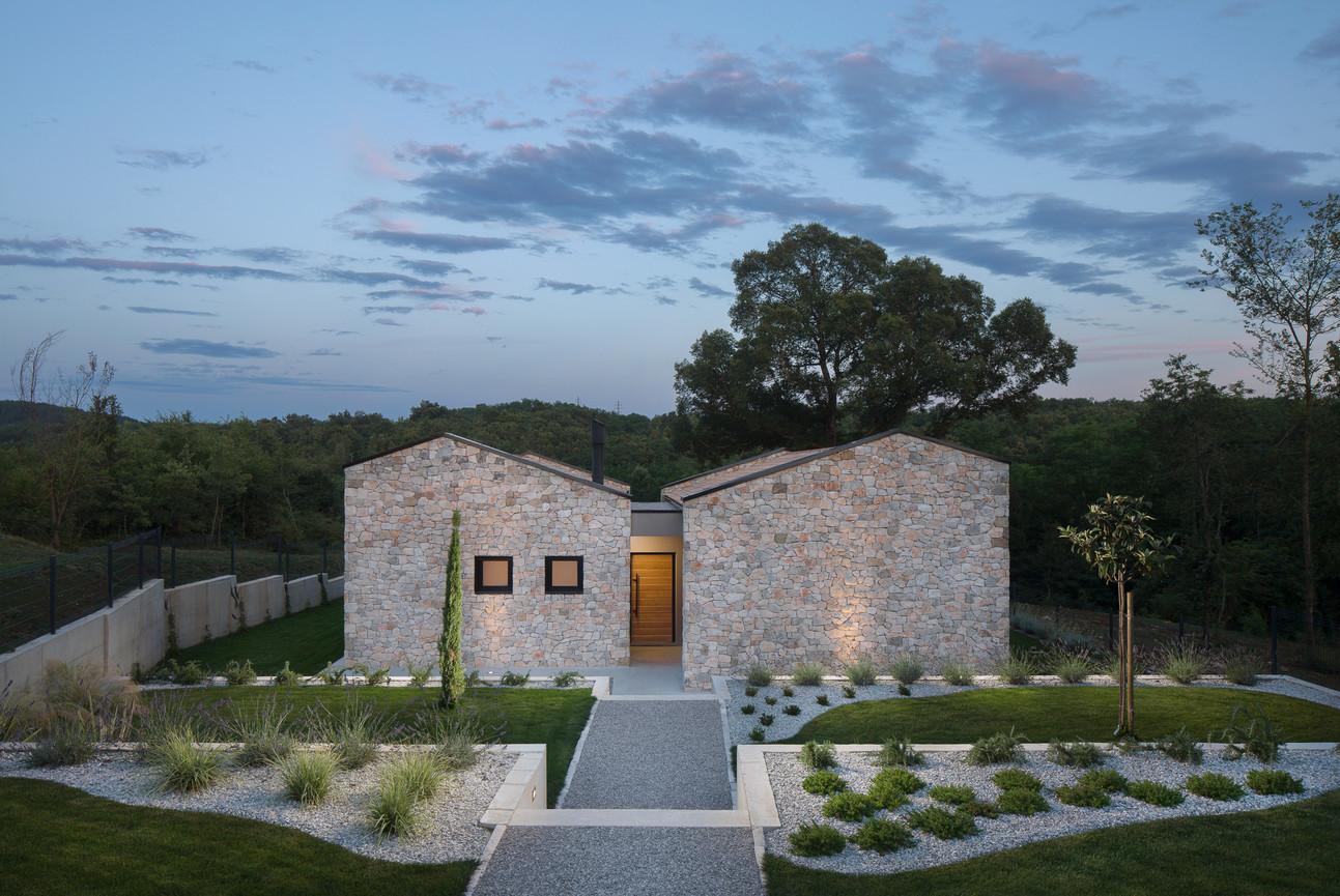 Villa Ulmus entry 2