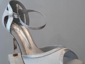 Chaussure de danse blanc et argent... pour une ligne épurée