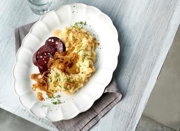 Zwiebel-Kartoffel-Stampf mit Blutwurst