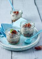 Chia-Honig-Pudding mit Zimt-Dattelkompott
