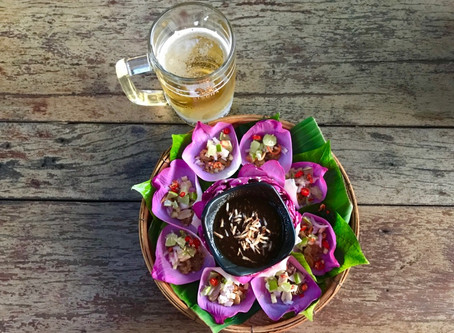 Thai Savoury leaf warp appetizer goes good with a glass of chill beer. #thaifood