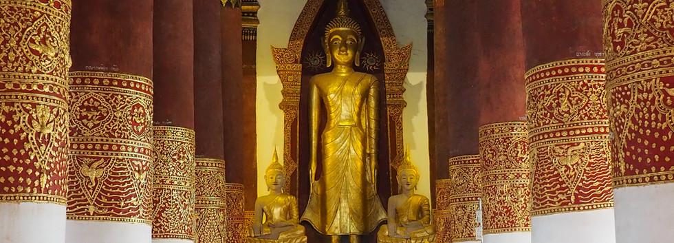 Standing Buddha in Wiang Sa