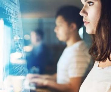 Hay que dar visibilidad al papel de la mujer en el mundo digital para atraer a más talento femenino