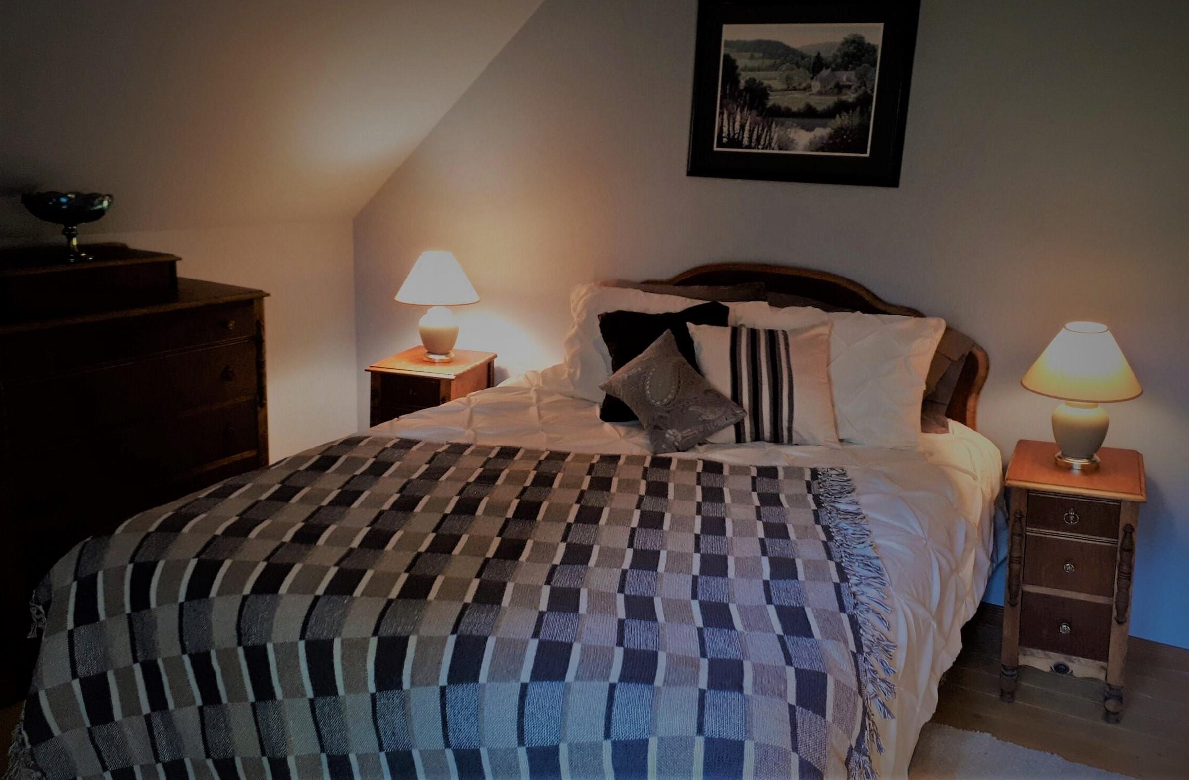 """chambre 2 à l'étage - lit """"queen"""""""