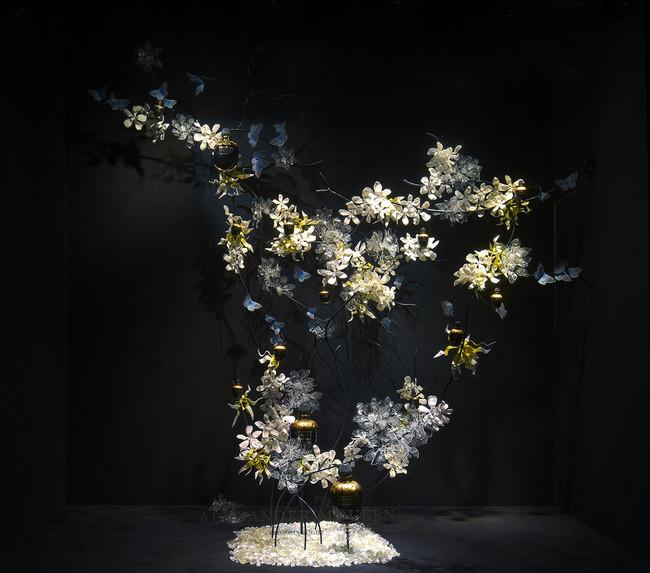 LATELIER-FIVE_ALEXANDER-MCQWEEN_PROPS_FLOWERS_LEATHER_LASERCUT_PARASKIVA_12.jpg