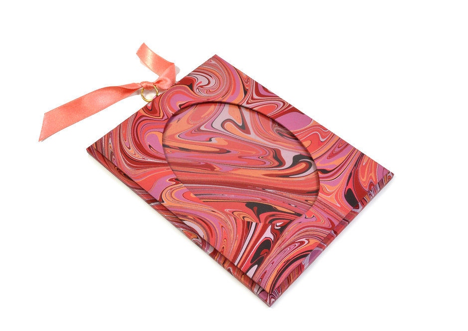 "3.5 x 5"" Hanging Picture Frame in Pink Swirl"
