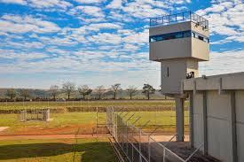 Projeto determina que cidade com mais de 50 mil habitantes tenha penitenciária