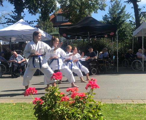 Karate-Vorführung-im-Altenheim.jpg